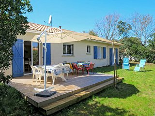 3 bedroom Villa in Soulac-sur-Mer, Nouvelle-Aquitaine, France : ref 5606463