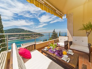 Reve Bleu | Fantastic Seaside 2-BR with Balcony, Terrace and Parking!