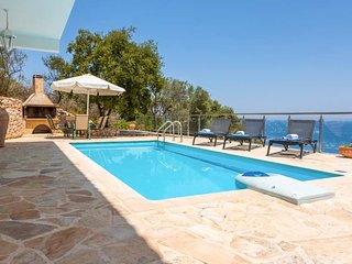 3 bedroom Villa with Air Con, WiFi and Walk to Beach & Shops - 5426723