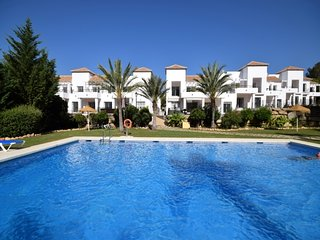 2 bedroom Apartment with Pool, Air Con and WiFi - 5051623