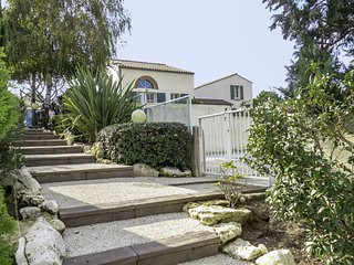 2 bedroom Apartment in Vaux-sur-Mer, Nouvelle-Aquitaine, France : ref 5559195