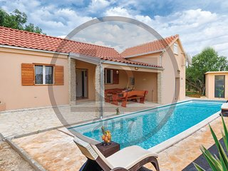 2 bedroom Villa in Podglavica, Šibensko-Kninska Županija, Croatia : ref 5537945