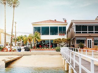 BEST BALBOA ISLAND BAYFRONT - 2 LIVING ROOMS-DOCK ACCESS- 2 CAR GARAGE-PATIO