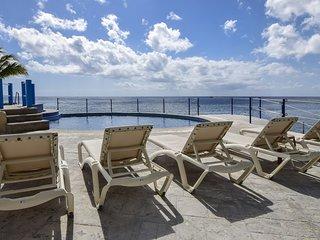 Oceanfront Seaviews at El Cantil 7GN