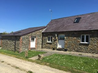 Peaceful, cosy, comfortable cottage, parking, 15 min walk from beach/coastpath