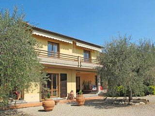 3 bedroom Apartment in San Gimignano, Tuscany, Italy : ref 5446639