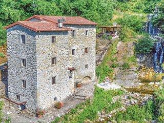 4 bedroom Villa in Verrucola, Tuscany, Italy : ref 5549266