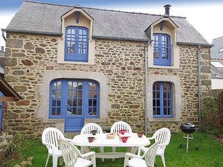 2 bedroom Villa in Dinard, Brittany, France : ref 5544255
