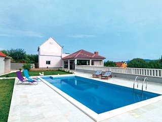 4 bedroom Villa in Blato na Cetini, Croatia - 5562136