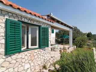 2 bedroom Villa in Zaglavice, Splitsko-Dalmatinska Zupanija, Croatia : ref 55635