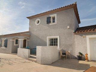 5 bedroom Villa in Beaucaire, Occitania, France : ref 5582040