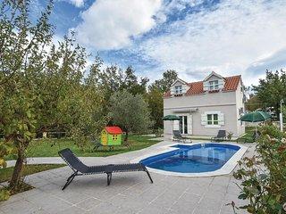3 bedroom Villa in Zadvarje, Splitsko-Dalmatinska Županija, Croatia : ref 557146