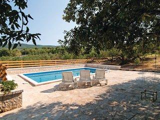 2 bedroom Villa in Pucisca, Splitsko-Dalmatinska Zupanija, Croatia : ref 5561838