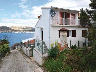 2 bedroom Villa in Okrug Donji, Splitsko-Dalmatinska Županija, Croatia : ref 556