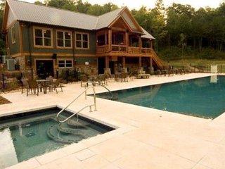 Decadent Mountain home near WCU, Tuckasegee River, Casino, BR Parkway & GSMNP