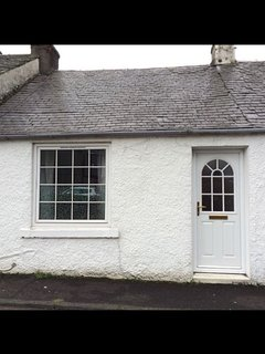 cottage style one bedroom in the heart of largs town,all on one level