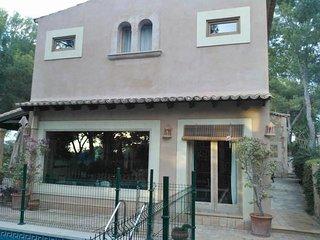 Casa de 5 dormitorios con piscina cerca del mar en Santa Ponca