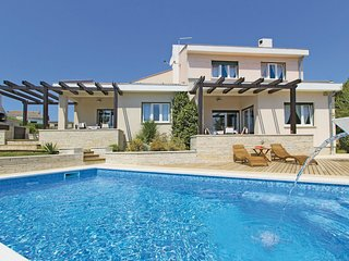 4 bedroom Villa in Ližnjan, Istria, Croatia : ref 5564778