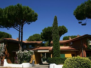 2 bedroom Apartment in Giannella, Tuscany, Italy : ref 5505458