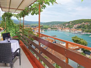 3 bedroom Apartment in Jelsa, Splitsko-Dalmatinska Županija, Croatia : ref 55625