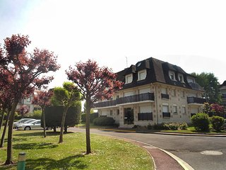 2 bedroom Apartment in Deauville, Normandy, France : ref 5555083