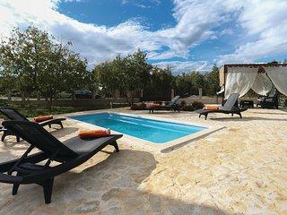 3 bedroom Villa in Perici, Splitsko-Dalmatinska Zupanija, Croatia : ref 5541326