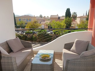 2 bedroom Apartment in Saint-Cyr-sur-Mer, Provence-Alpes-Cote d'Azur, France : r