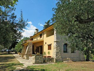 3 bedroom Villa in Mandrelle, Abruzzo, Italy : ref 5444904