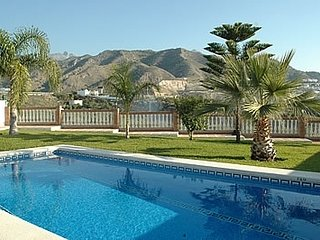Nerja Villa Sleeps 6 with Pool and Air Con - 5000457