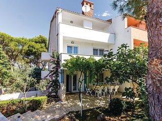 4 bedroom Villa in Vinkuran, Istria, Croatia : ref 5537410