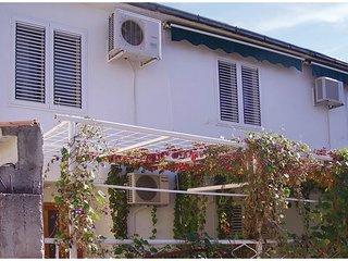 2 bedroom Villa in Kaštel Kambelovac, Splitsko-Dalmatinska Županija, Croatia : r