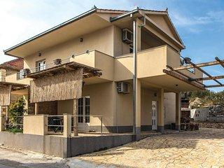 2 bedroom Apartment in Slatine, Splitsko-Dalmatinska Županija, Croatia : ref 556
