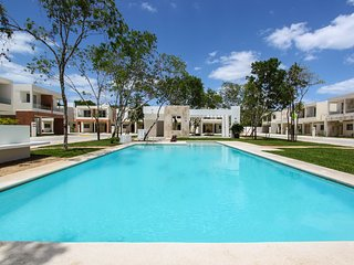 Fantastic 3 bedroom house with pool view!