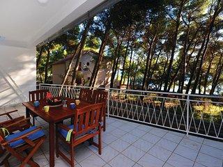 2 bedroom Villa in Ivan Dolac, Splitsko-Dalmatinska Zupanija, Croatia : ref 5543