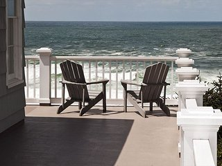 Big Ocean View with covered patio & hot tub. Quiet & secluded.