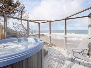 Historic oceanfront w/ private hot tub & deck.  Used as Lookout in WW2