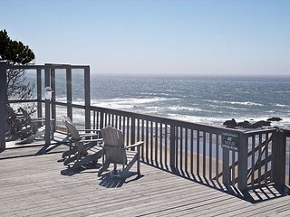 Beach Front,  Large private deck, Stairs to the Sand, Hot tub