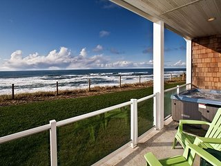 Oceanfront w/ hot tub & pool.  Close walk to beach & shops. Open Sept 24-26