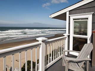 Roads End Beach House- Oceanfront 5 bedrooms. Open  Sept 28-Oct 2