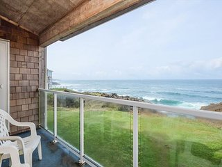 RSS Royal Pacific Condo Oceanfront & Pool house.  Best Whale Watching in town