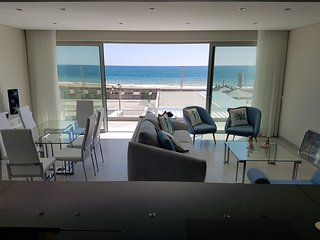 ELEGANT APARTMENT - Brand NEW oceanfront apartment.