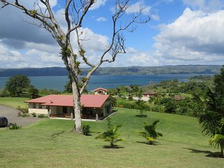 Luxurious living on Lake Arenal,1 night free with a weeks stay