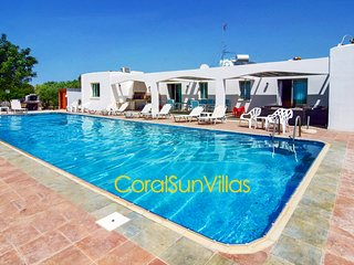 Great Villa, Amazing HUGE PRIVATE POOL(5x15m), Wonderful area, Sea (300m)