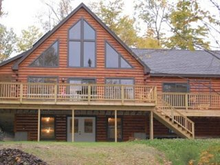Charming lakefront cabin w/dock, jetted tub, firepit, full kitchen