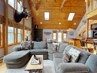 Beautiful, dog-friendly cabin w/ furnished deck, outdoor hot tub, & pool table