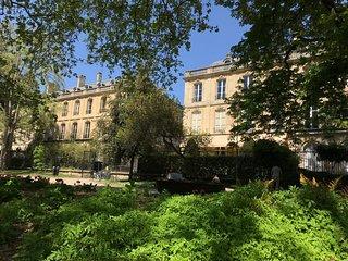 Romance au coeur de Bordeaux / Jardin public