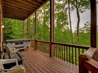 NEW! Blue Ridge Cabin w/ Hot Tub & Vista Views!
