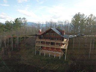 Mountaintop home w/ hot tub, 2 decks, pool table & stunning views - 1 dog OK!