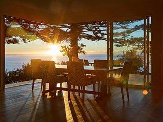 Luxurious beach house with spectacular ocean views