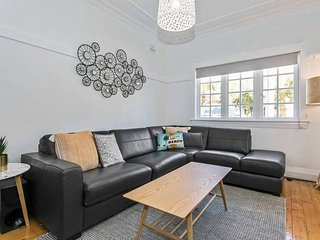 Seaspray - Manly beach apartment close to the sand